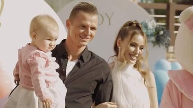 «В эту секунду я не смог сдержать слез». Тарасов и Костенко узнали пол будущего ребенка: видео