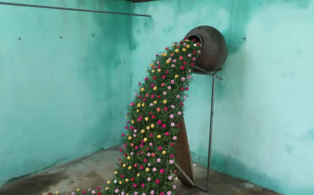 Радующий глаз цветочный водопад в вашем саду из простых пластиковых бутылок