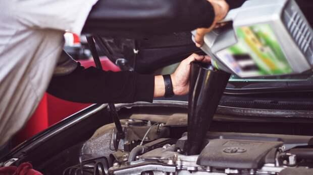 Автовладельцам подсказали простое решение проблемы «масложора»