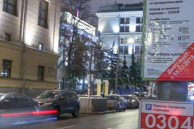 Депутат предложил разрешить москвичам бесплатно парковаться у места работы