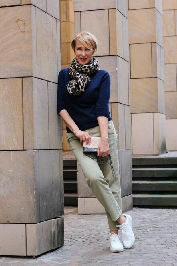 Кроссовки вместо туфель. Современное решение для женщин 50+