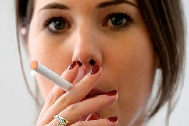 Женился на курящей, а теперь перевоспитывает: «Или бросай курить, или развод!»