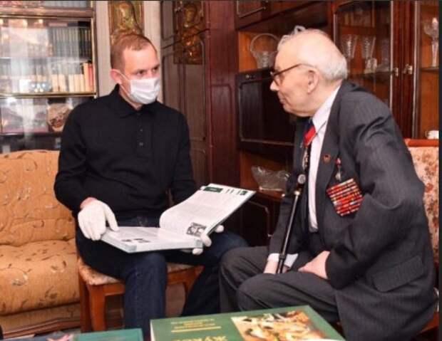 Ветерана войны, героя-ликвидатора из Лианозова поздравил с 90-летием префект