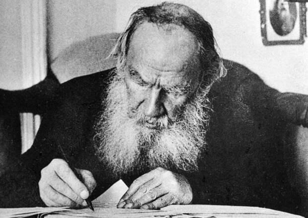 Далеко не все написанное гениальным писателем Л.Н. Толстым находило доброжелательный отклик у народа. Фото: РИА Новости