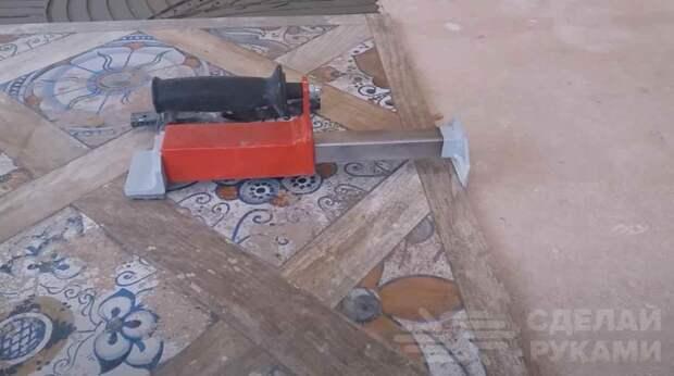 Как сделать обратный молоток (пригодится при укладке плитки)