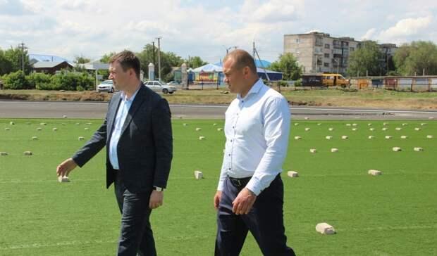 Министр спорта Оренбуржья проверил работы на стадионе «Локомотив» в Бузулуке