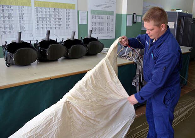 В Калужской области прошли сборы укладчиков парашютов авиационных подразделений дальней авиации