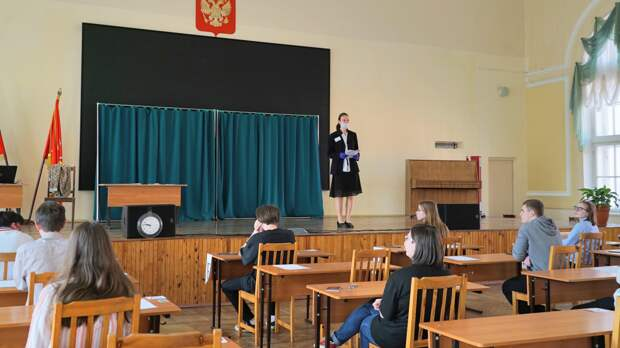 «Рассмотреть все варианты»: Онищенко оценил идею изменить формат ЕГЭ