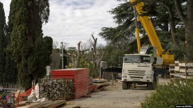 Экскременты и мусор – строители уничтожают уникальный Форосский парк