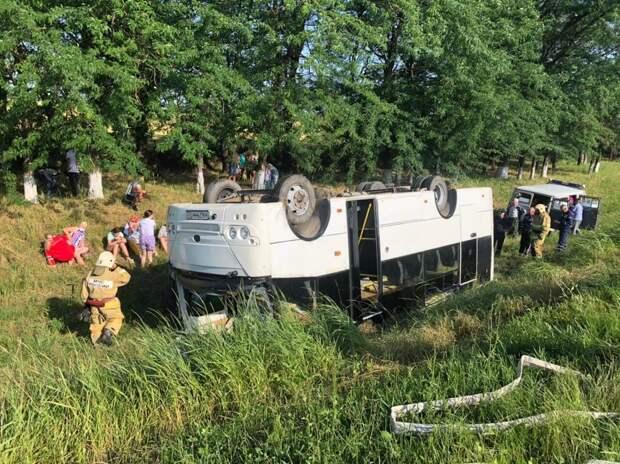 Массовая авария на Кубани: автобус с пассажирами вылетел с дороги (ФОТО, ВИДЕО)