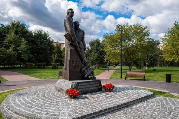 Мэр Москвы возложил цветы к памятнику Героям 13-й Ростокинской дивизии народного ополчения