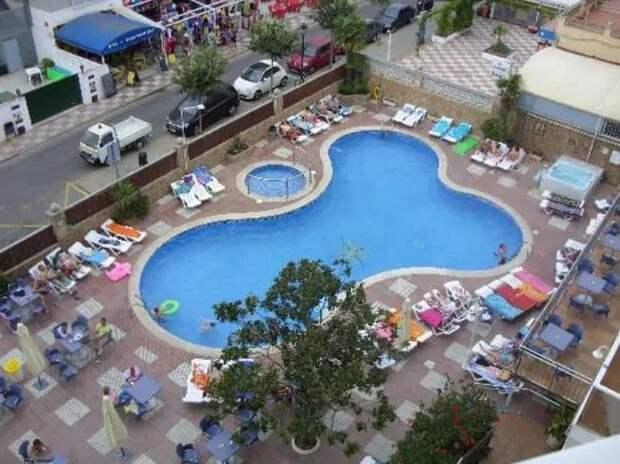 Хреновый дизайн: туристы делятся фотографиями бассейнов вформе пениса