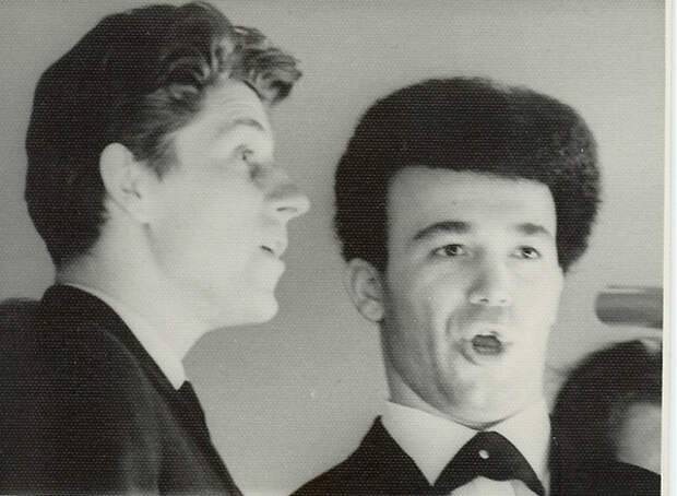 Виктор Кохно и Иосиф Кобзон (справа)