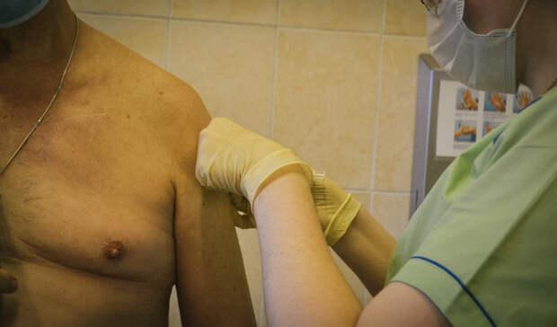 Втечение часа после вакцинации откоронавируса умер пенсионер вСанкт-Петербурге