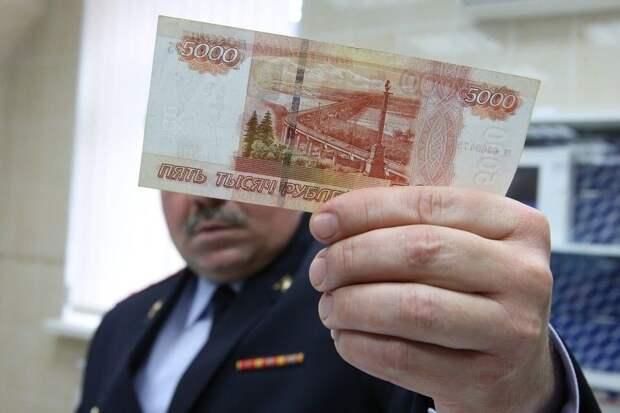 В Евпатории задержали двоих мошенников, которые расплачивались на рынке фальшивыми купюрами