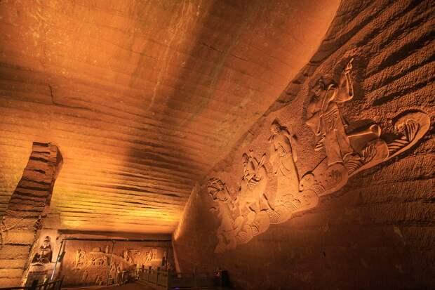 В Китае осушили для чистки озера и нашли входы в подземный город, созданный более 2000 лет назад