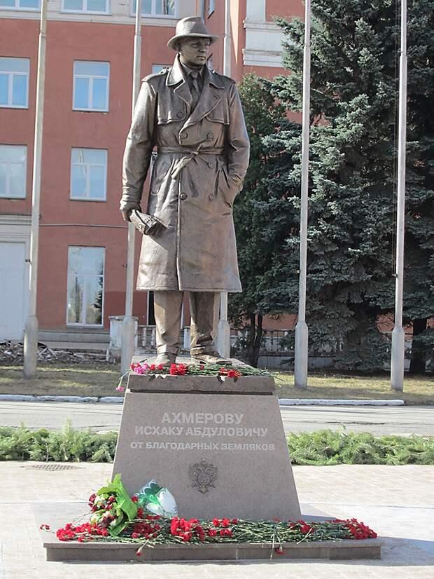 Исхак Ахмеров - автор операций, перевернувших мир