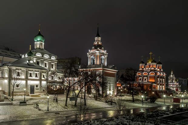 Церковь Максима Блаженного, Знаменский монастырь и Георгиевская церковь (парк Зарядье)