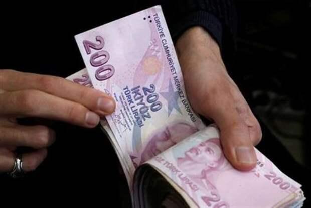 Турецкая лира укрепляется на 1,3% после минимальных значений четверга