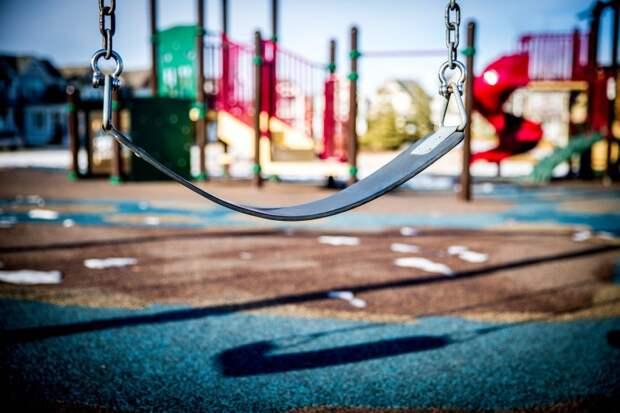 На детской площадке на Бескудниковском бульваре починили горку