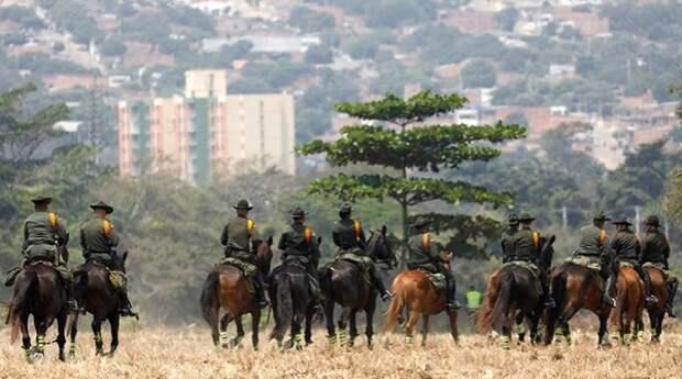 ВС Венесуэлы развернули войска на границе с Колумбией