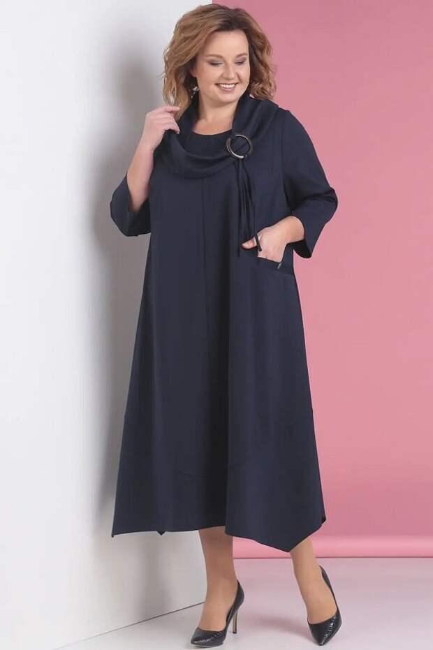 Повседневное платье с боковыми карманами А-силуэта