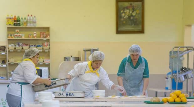 Почему Роспотребнадзор запретил в школах макароны по-флотски и блюда с блинами и колбасой