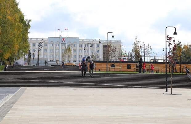 Центральную площадь Ижевска засыплют мраморной крошкой от гололёда