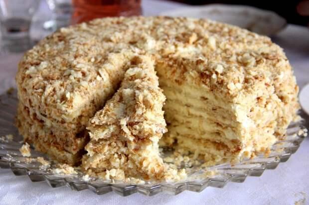 Торт «Наполеон». \ Фото: dokonline.com.