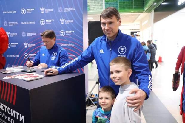 Прибытие Кубка России вызвало ажиотаж у нижегородцев
