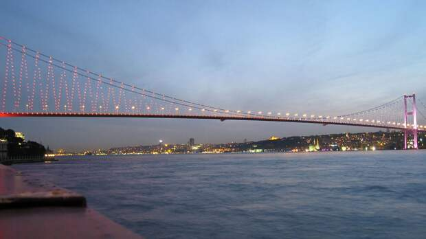 Авария танкера стала причиной остановки движения по Босфорскому проливу