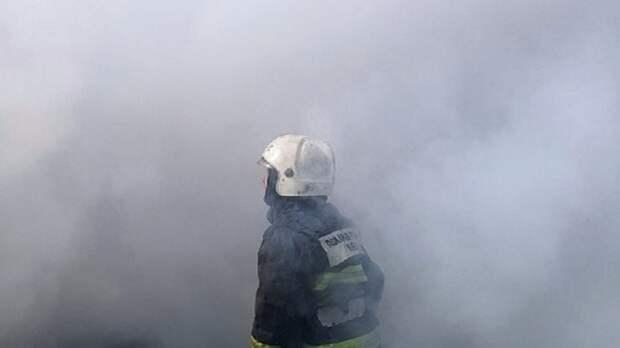 Спасатели справились с возгоранием на заводе в Петербурге