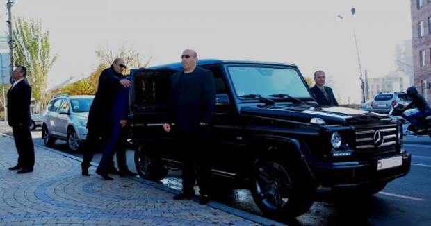 Госдеп платит зателохранителей вЕреване американцам, аохраняют армяне?