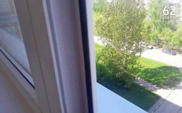В Рязани мужчина погиб, выпав из окна на Московском