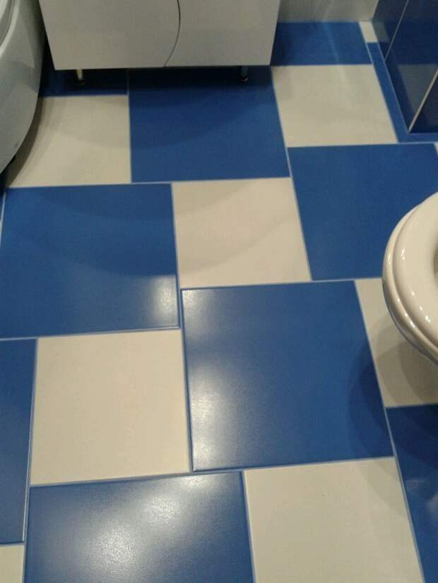 Большие хитрости при укладке плитки в маленькой ванной комнате