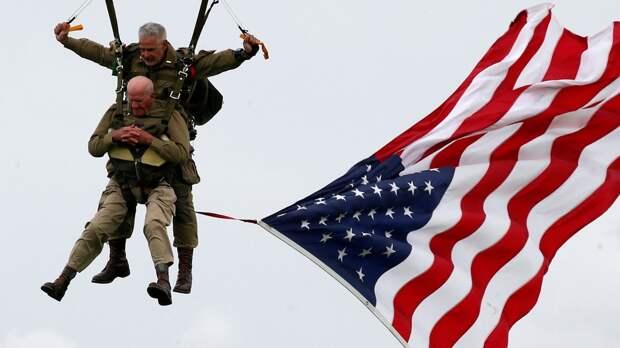 97-летний ветеран отметил годовщину Нормандской высадки прыжком с парашютом