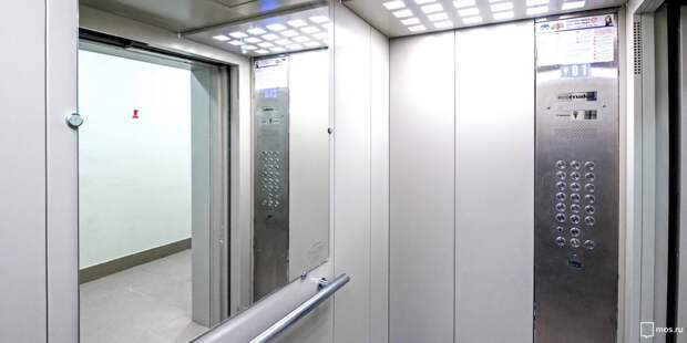 В подъезде дома в проезде Дежнёва восстановили освещение в лифте