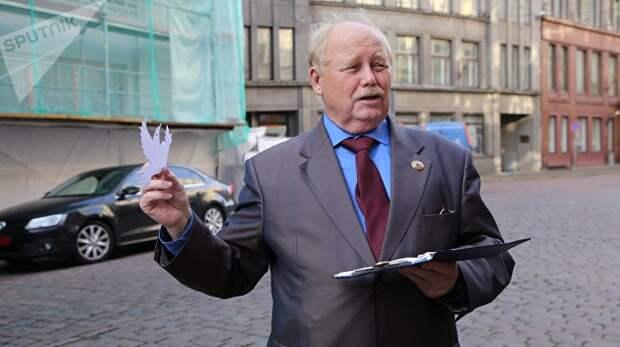 Власти Латвии депортировали в РФ 75-летнего пенсионера