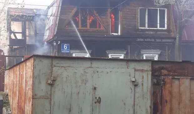 Висторической части Владивостока бушует пожар