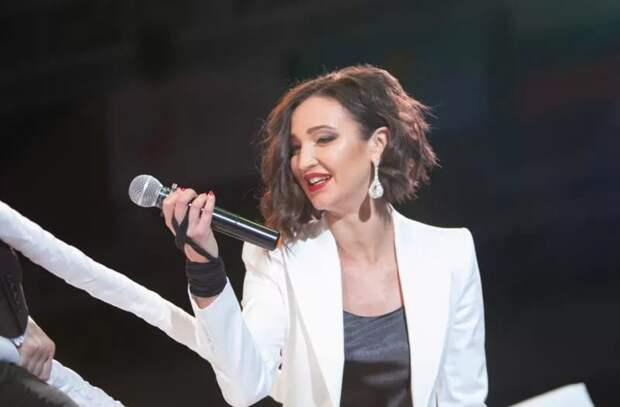 Шоу-бизнес в России смешался с политикой и Бузова собралась на Евровидение, не имея вокальных данных