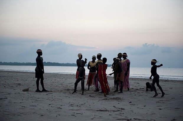 5 фактов о диком племени, которое вымрет из-за жадности цивилизованных людей