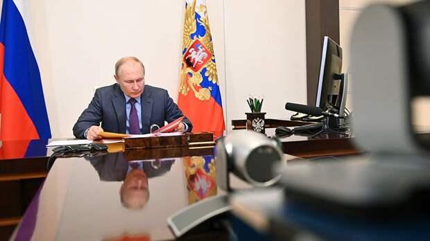 Владимир Путин ушел на самоизоляцию