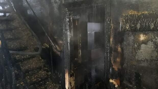 Спасатели нашли труп женщины после пожара в Южно-Сахалинске
