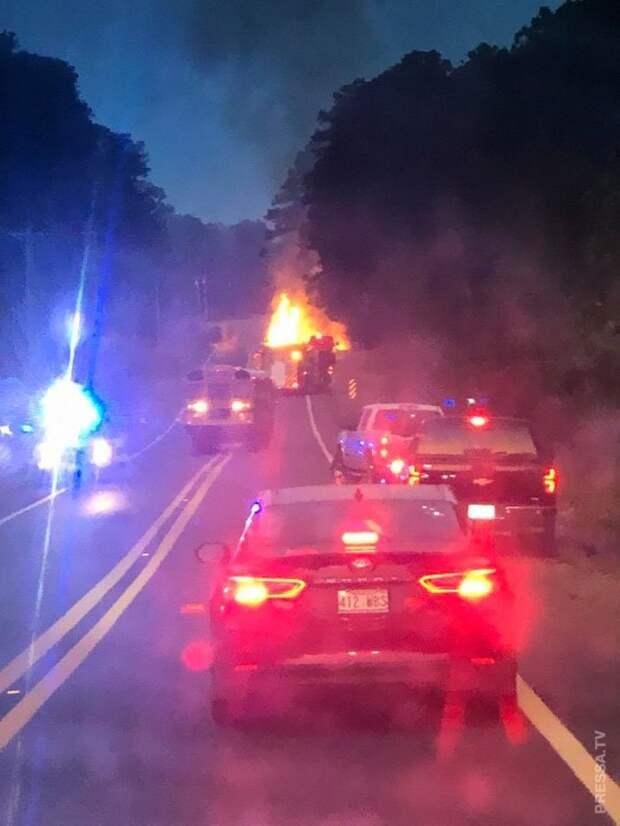 Водитель загоревшегося грузовика погиб, но успел отъехать подальше от людей