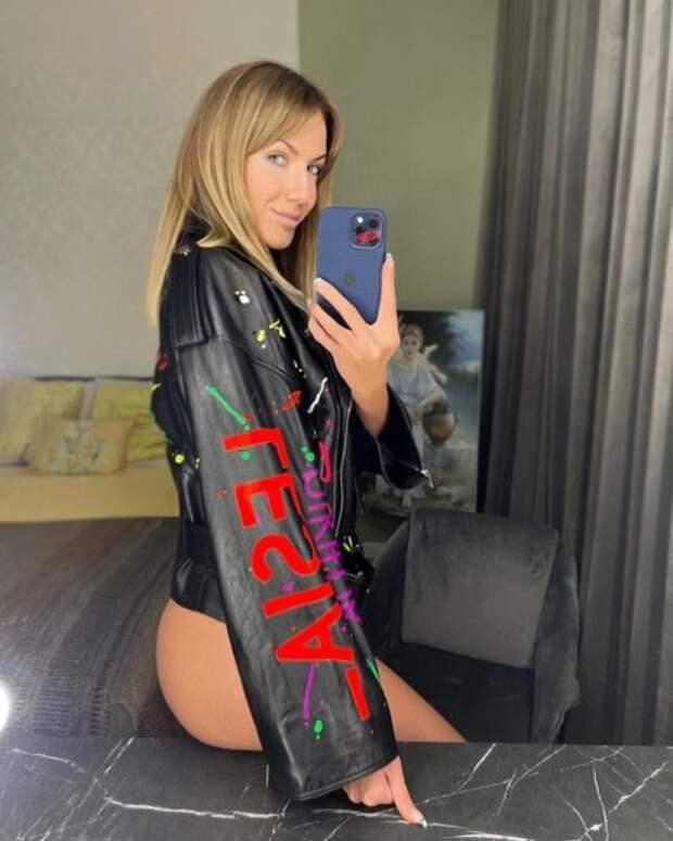 Леся Никитюк похвасталась новой курткой-косухой