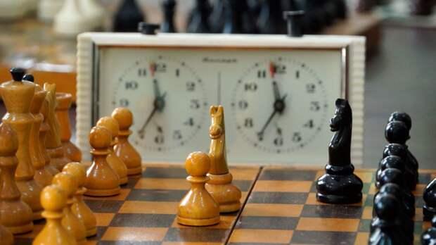 Россиянин обыграл венгра перед последним туром шахматного супертурнира