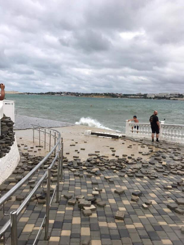 Михаил Развожаев: «Пляж «Хрустальный» оператор восстановит за свои средства»