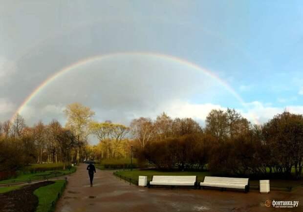 Радуга задержалась в небе над Петербургом