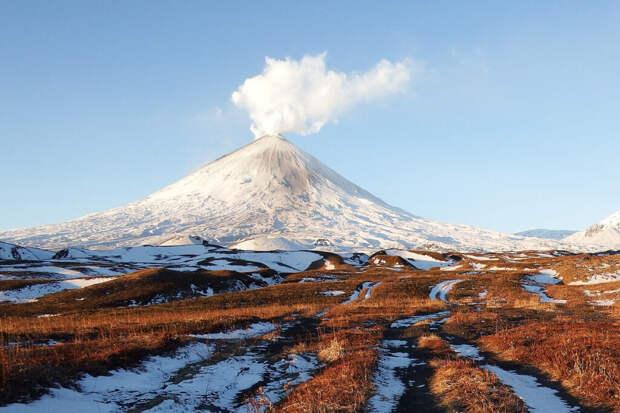 Двое туристов сорвались с вулкана Ключевская Сопка
