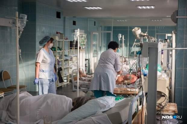 Минздрав объяснил очередь из скорых, которые собрались возле больницы №3